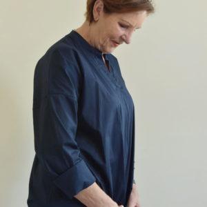 Damenmode Büsum-Bluse-blau-seitlich