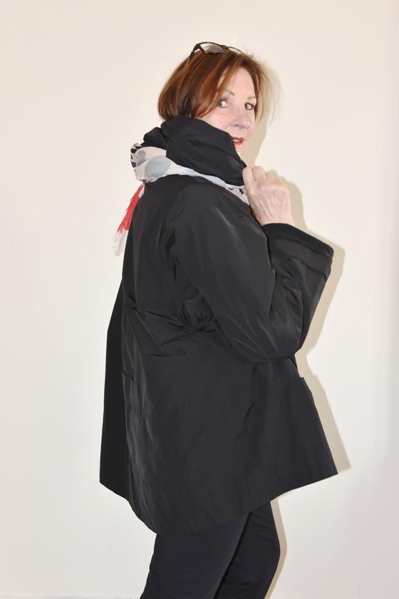 Damenmode Büsum-Hopsack Jacke-schwarz-seitlich2