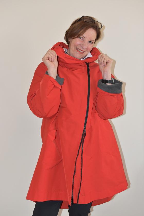 Damenmode Büsum-Hopsack Mantel-rot-vorne