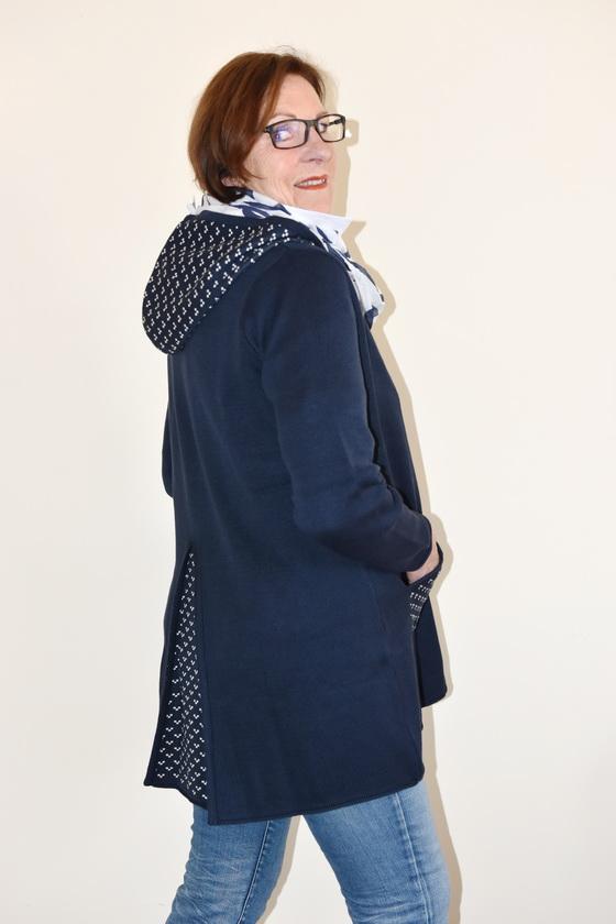 Damenmode Büsum-Kimmy Strickjacke-lang-seitlich2