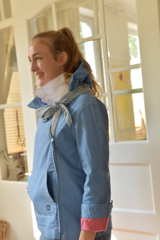Damenmode Büsum-Mousqueton Jacke-blau-seitlich