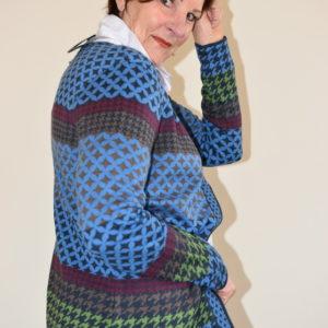 Damenmode Büsum-Serena Malin-Strickjacke-gemustert-seitlich